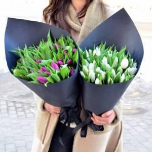 Букет 45 тюльпанов в стильном оформлении R1255