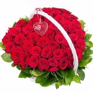 31 красная роза в форме сердца в корзине R945